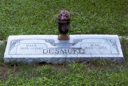 Paul and Mae Desmuke Gravesite at Jourdanton City Cemetery Texas
