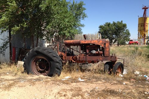 Seagraves TX - old tractor