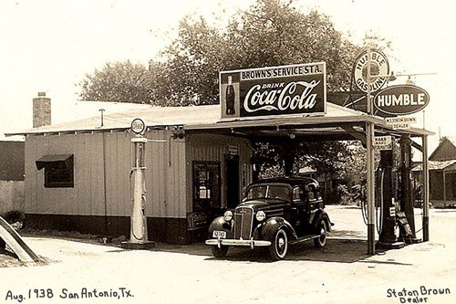 Classic old gas station, Brown's Humble Gas Station, San Antonio, Texas 1938